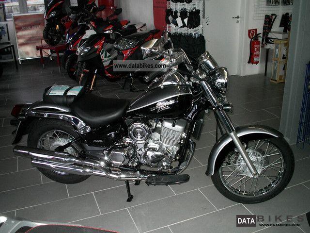 2011 Daelim  Daystart 125 FI-anthracite schw. from Vertragsh. - Motorcycle Chopper/Cruiser photo