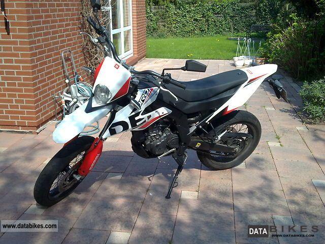 2010 Derbi  Senda DRD 125 SM Motorcycle Lightweight Motorcycle/Motorbike photo