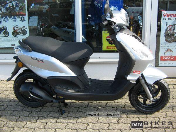 2011 Derbi  BOULEVARD 125 4T Motorcycle Scooter photo