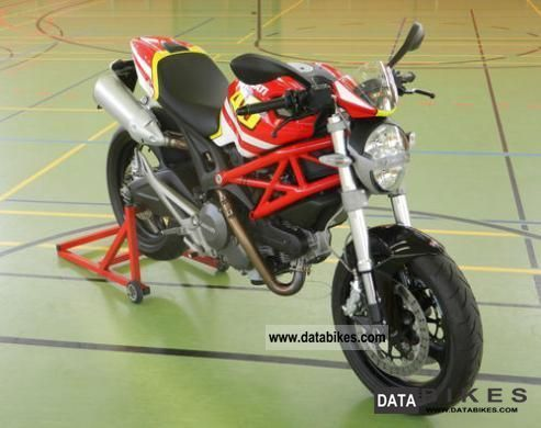 2009 Ducati  Monster 696 VALENTINO ROSSI Motorcycle Naked Bike photo