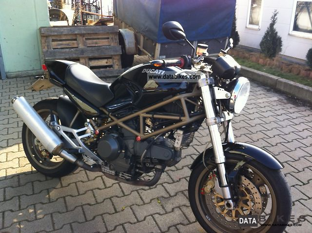 Ducati  Monster 900 i e 2000 Naked Bike photo