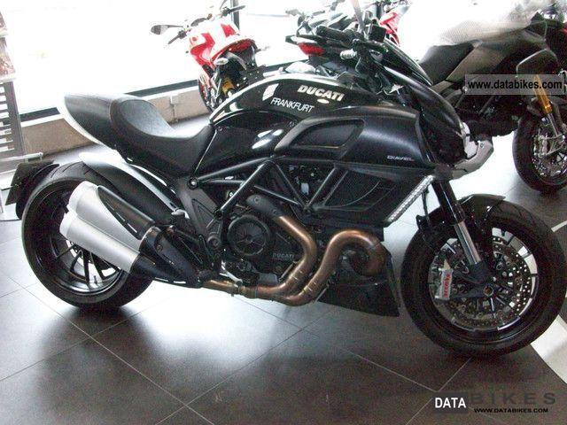 2011 Ducati  Diavel 1200 Motorcycle Naked Bike photo