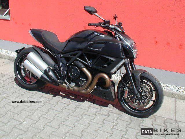 2011 Ducati  Diavel Carbon Black Motorcycle Naked Bike photo