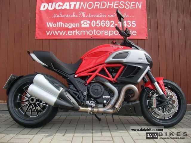 2011 Ducati  Diavel ABS ... red \ Motorcycle Motorcycle photo
