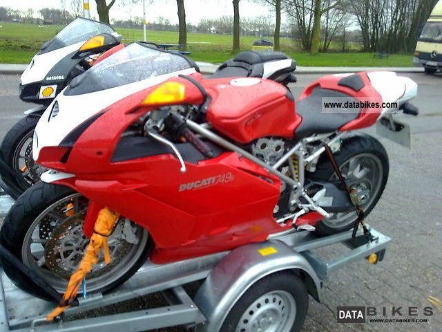 Ducati  749 S Testastretta engine with the 2005 model 2004 Sports/Super Sports Bike photo