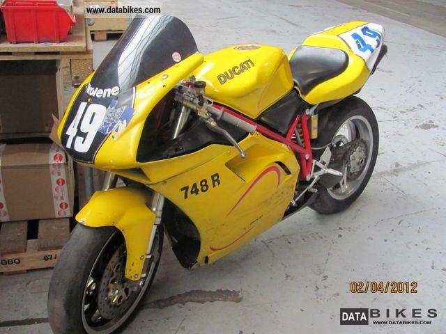 2000 Ducati  748 R Racing battle hard full Motorcycle Racing photo