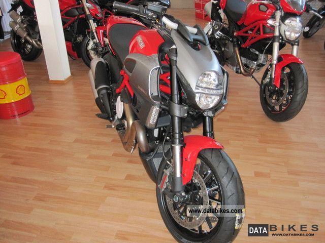 Ducati  Diavel 2012er 2011 Motorcycle photo