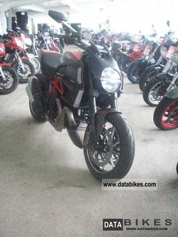 2011 Ducati  Diavel Carbon Red 2012 model year immediately lieferb Motorcycle Motorcycle photo
