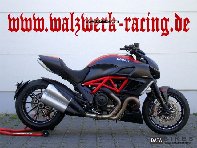 2011 Ducati  Diavel Carbon, red, ABS & TC NEW VEHICLE Motorcycle Naked Bike photo