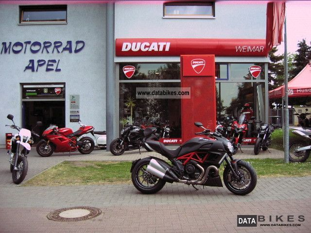 2011 Ducati  Diavel Carbon Red - ducatileasing com. - Motorcycle Naked Bike photo