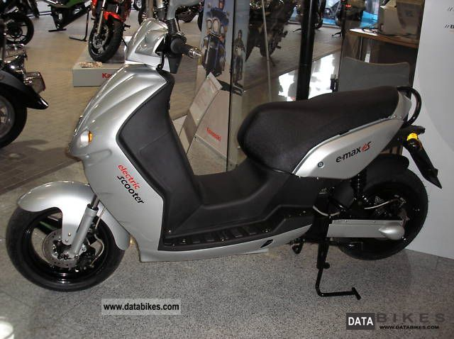 2011 e-max  The electric scooter Motorcycle Scooter photo