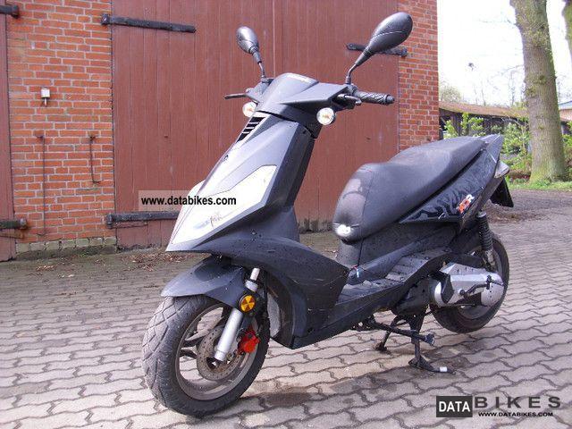 2006 generic scooter moped 25 km h. Black Bedroom Furniture Sets. Home Design Ideas