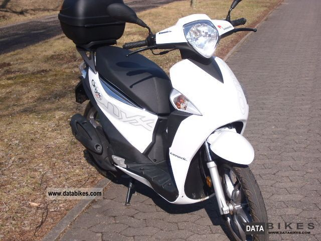 Generic  Onyx moped 25 KM / H 2011 Scooter photo