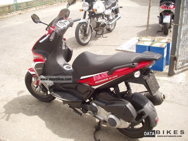 2010 Gilera  Runner ST 200 Motorcycle Scooter photo