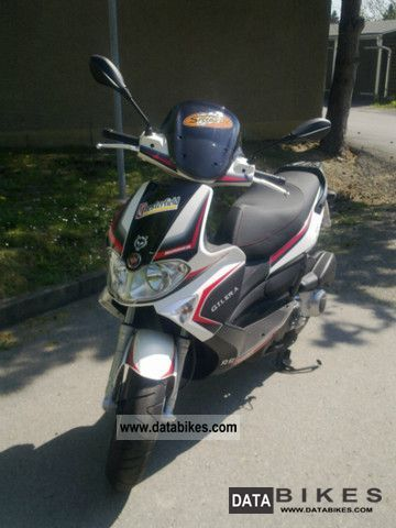 2009 Gilera  Runner ST200 Motorcycle Scooter photo