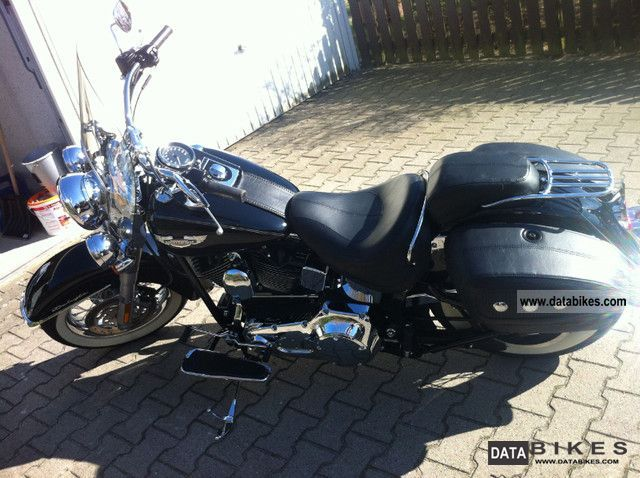 2005 Harley Davidson  Softail Deluxe Motorcycle Chopper/Cruiser photo