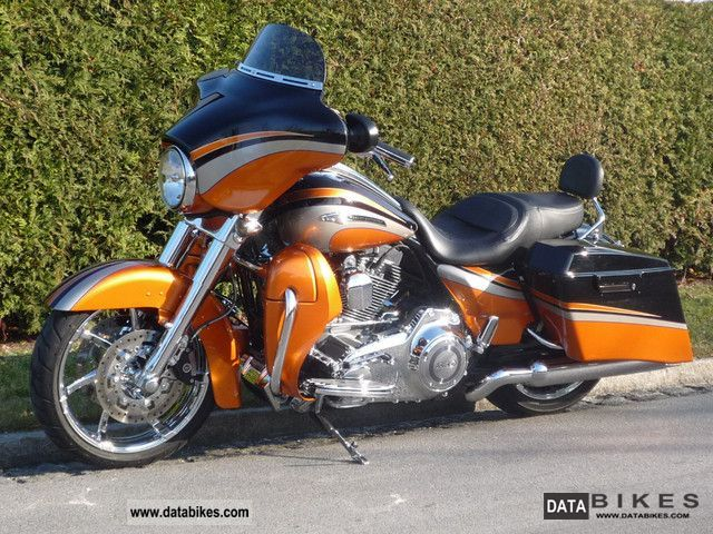 2011 Harley Davidson  Screamin Eagle CVO Street Glide FLHXSE2 Motorcycle Chopper/Cruiser photo