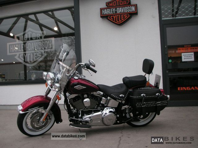 2011 Harley Davidson  Heritage Softail Classic FLSTC Motorcycle Chopper/Cruiser photo