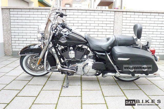 2010 Harley Davidson  Road King Classic FLHRC Motorcycle Motorcycle photo