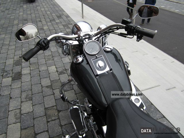 2006 Harley Davidson Softail Deluxe - VANCE & HINES exhaust