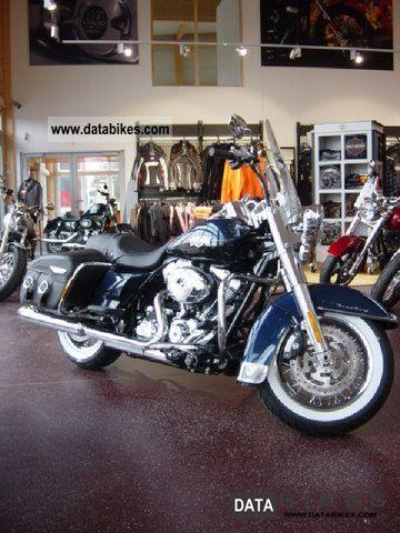 Harley Davidson  ROAD KING CLASSIC, Big Blue Pearl / Vivid Black 2011 Tourer photo
