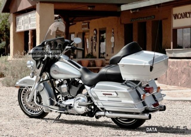 2011 Harley Davidson  FLHTC Electra Glide Classic 2012 Motorcycle Chopper/Cruiser photo