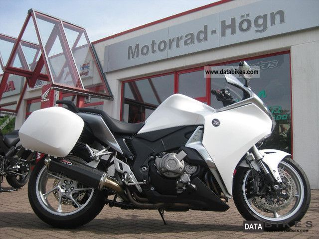 2010 Honda  VFR1200FD Double Clutch + Case Motorcycle Sport Touring Motorcycles photo