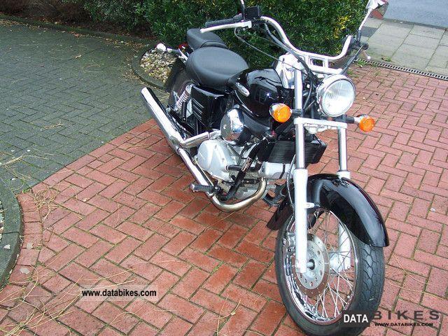 2005 Honda  VT 125 C Shadow JC31 Motorcycle Lightweight Motorcycle/Motorbike photo