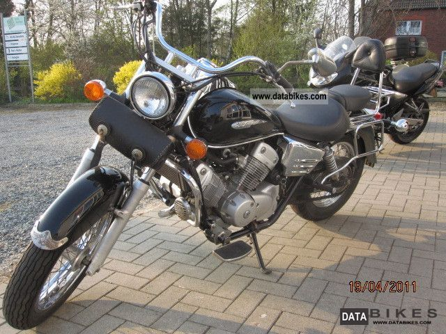 2000 Honda  VT 125 Motorcycle Chopper/Cruiser photo