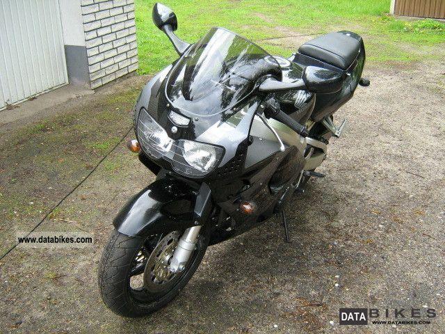1998 Honda  Fireblade 900 Motorcycle Sports/Super Sports Bike photo