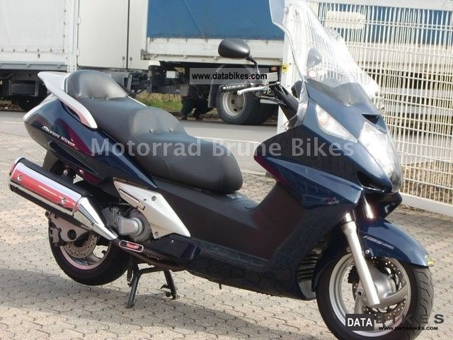 Honda  FJS 600 Silverwing CBS / ABS 2005 Scooter photo