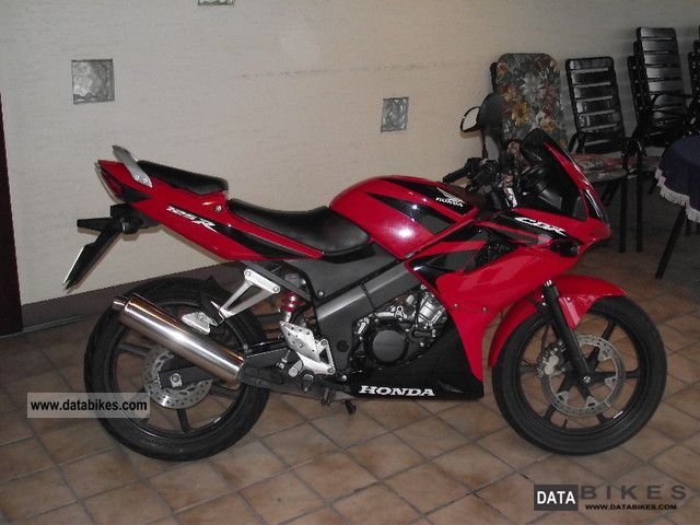 2009 Honda  CBR 125 R Motorcycle Racing photo