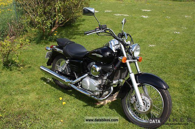2002 Honda  VT 125 C Shadow Motorcycle Chopper/Cruiser photo