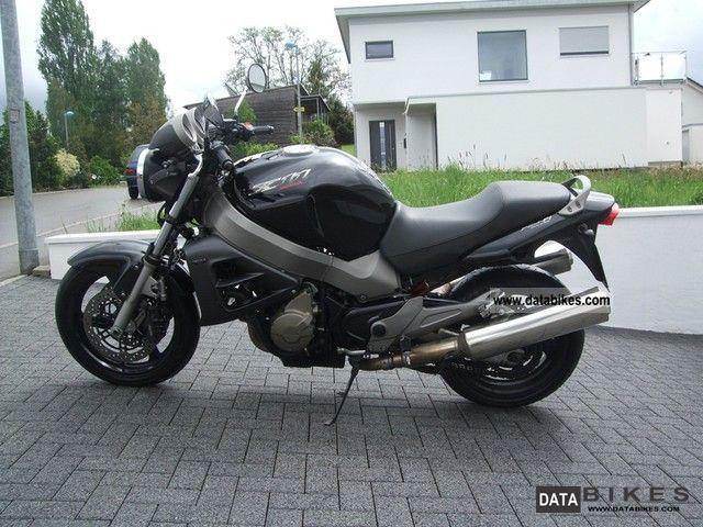 2000 Honda  X11 Motorcycle Naked Bike photo