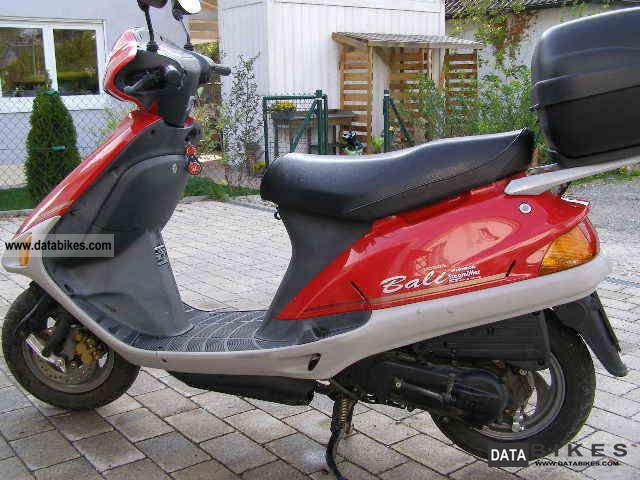 1996 Honda  Bali Motorcycle Scooter photo