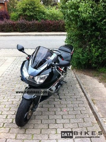 2001 Honda  SC44 Fireblade Motorcycle Motorcycle photo