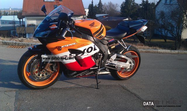 2005 Honda  CBR 1000 RR Motorcycle Sports/Super Sports Bike photo