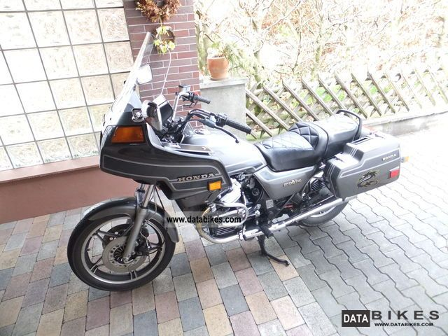 1986 Honda  GL 650 Silverwing Motorcycle Tourer photo