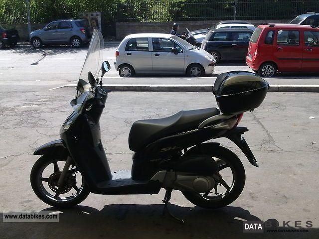 2007 Honda  sh 150i del 2007 3 nero € 29,000 km Motorcycle Scooter photo