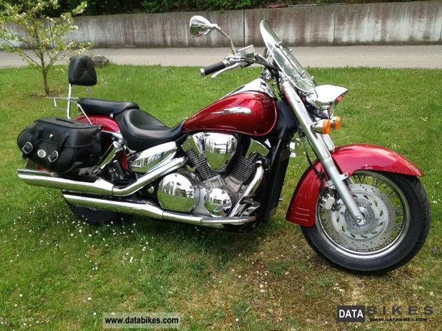 2004 Honda  VTX 1300 Motorcycle Chopper/Cruiser photo