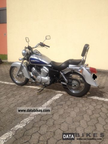 2001 Honda  VT 125 C2 Shadow Motorcycle Chopper/Cruiser photo