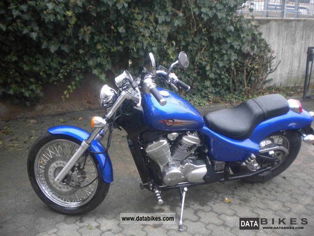 2000 Honda  VT600 Motorcycle Chopper/Cruiser photo