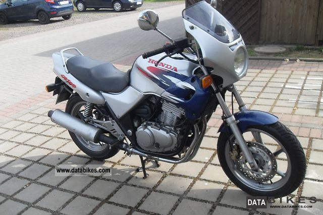 1999 Honda  PC 32 Motorcycle Motorcycle photo