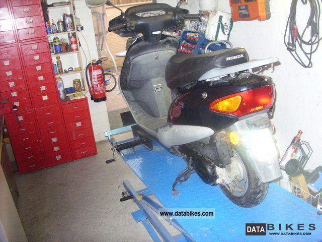 1998 Honda  Bali Motorcycle Scooter photo