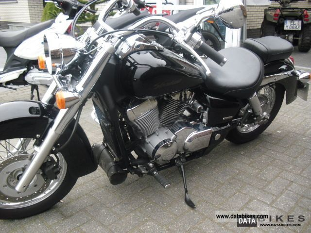 2004 Honda  VT750C RC50 Motorcycle Chopper/Cruiser photo