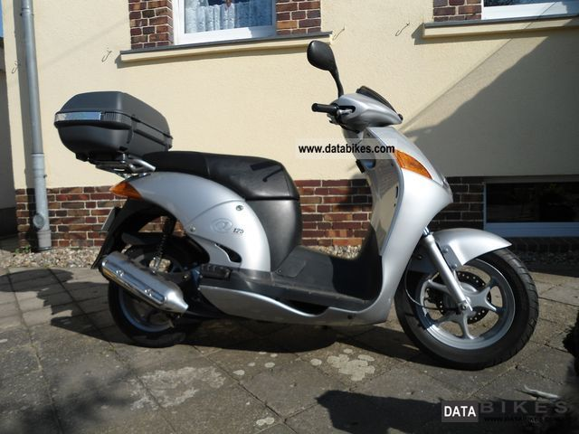 Vespa piaggio battery location get free image about for 2004 yamaha vino 50 for sale