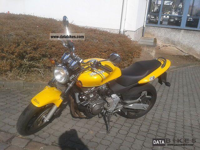 2002 Honda  PC 36 Hornet Motorcycle Naked Bike photo