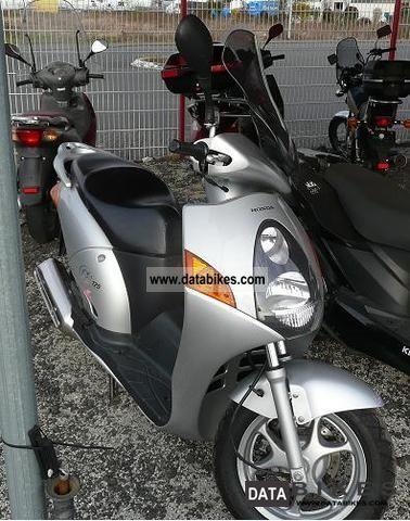 Honda  NES 2001 Scooter photo