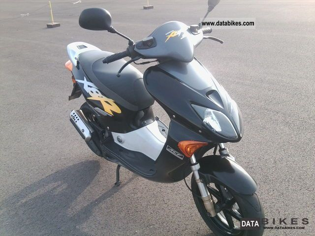 2000 Honda  X8R S Motorcycle Scooter photo