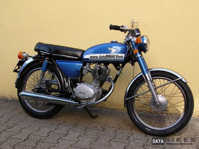Honda  CB 100 --- handy, easy and reliable --- 1974 Vintage, Classic and Old Bikes photo